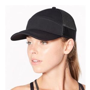 Lululemon black Dash & Splash cap